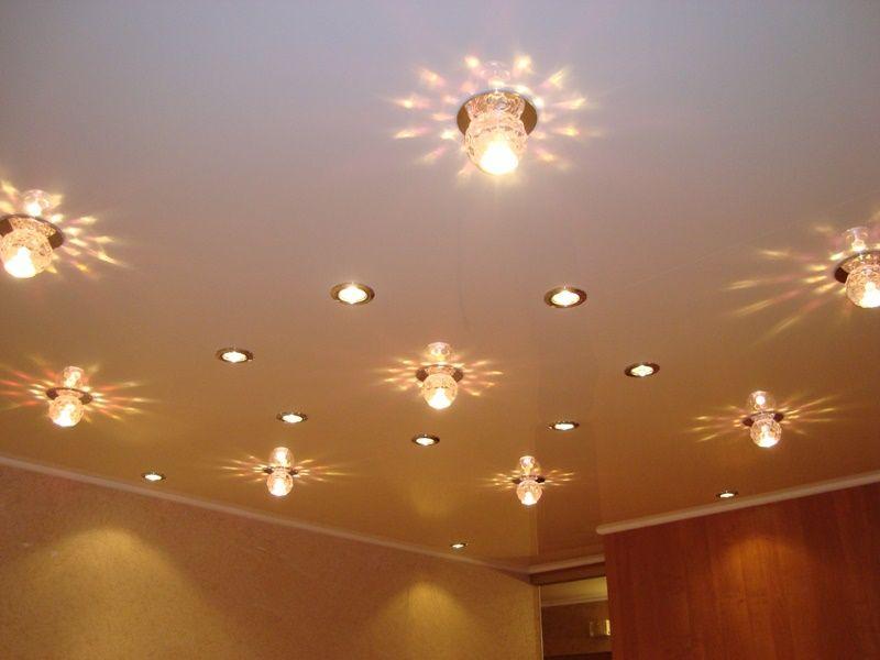 потолок с точечными светильниками фото образом
